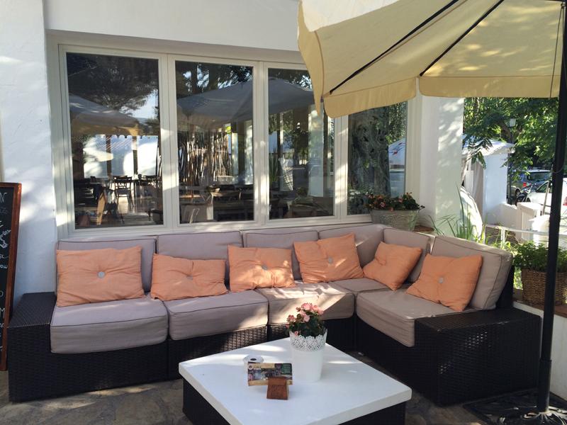 club house sitges sofas