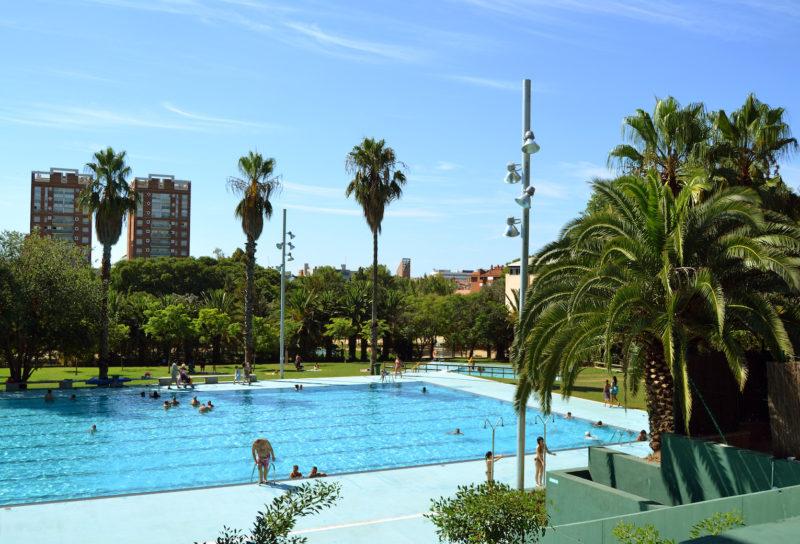 La mejores piscinas de barcelona para el verano for Piscina 50 metros barcelona