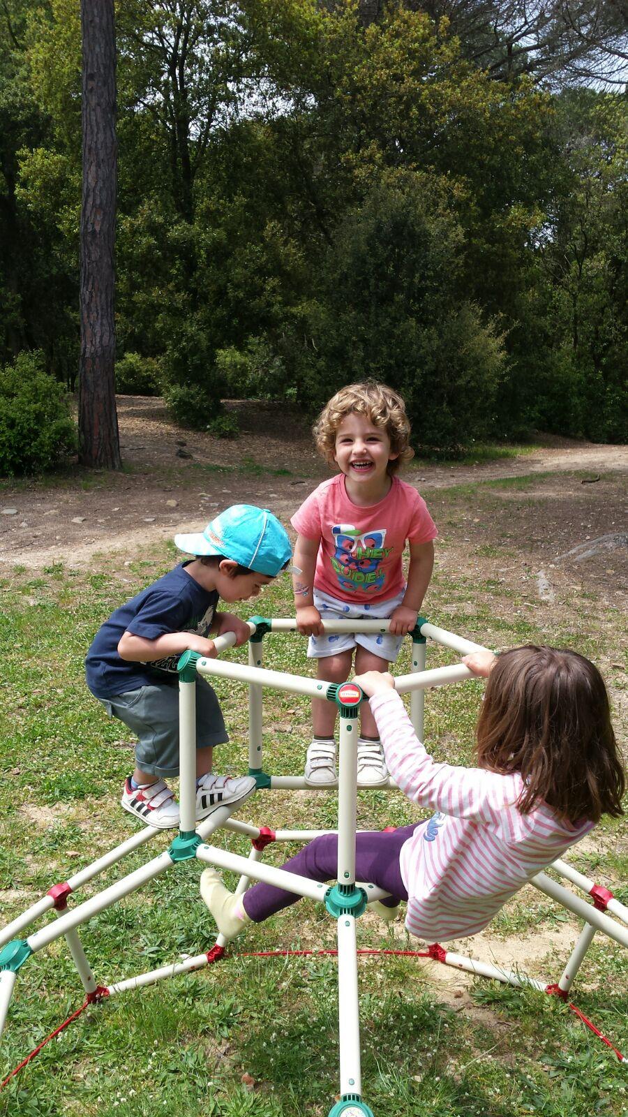 Lil monkey un centro de actividades para jugar al aire - Actividades para ninos al aire libre ...