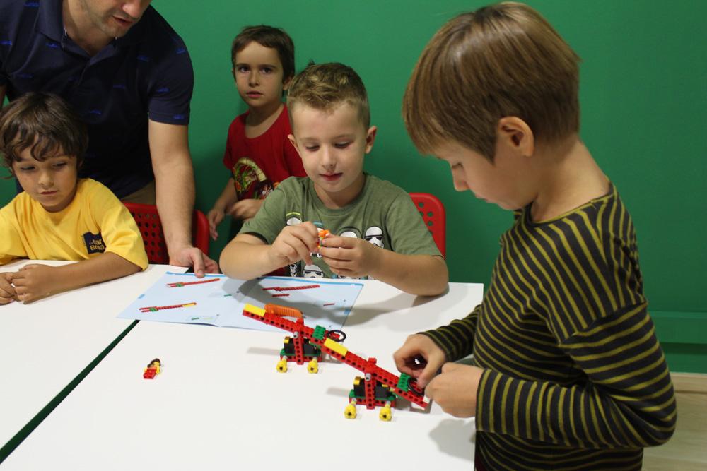 tecnolegoris_lego-montando-catapulta