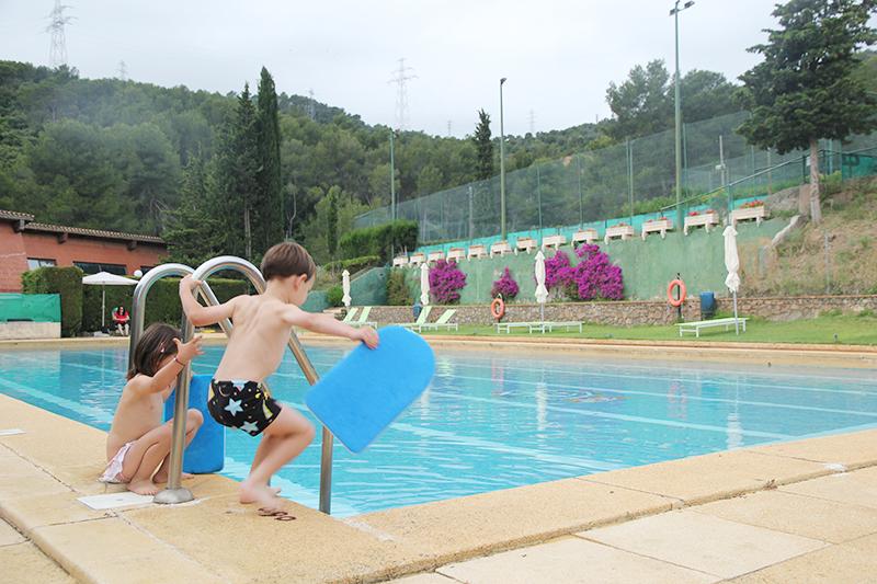 Visitamos el club tennis sant gervasi y su maravillosa for Piscina can drago horarios