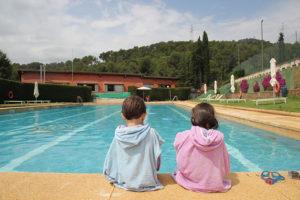 Visitamos el club tennis sant gervasi y su maravillosa for Piscina agua salada madrid