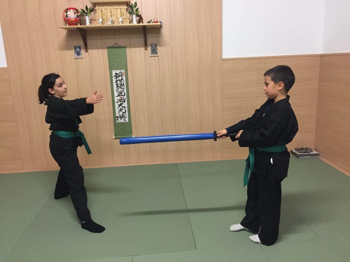 Clase de artes marciales para niños en Genbukan Benden Dojo