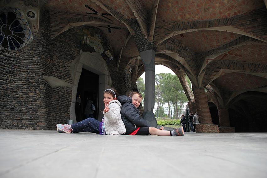Excursiones con niños cerca de Barcelona - Cripta Gaudí