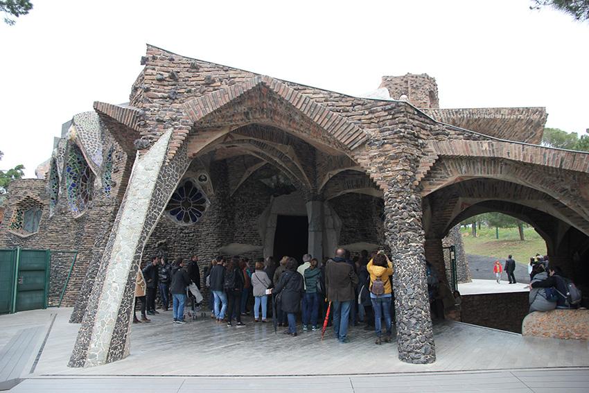 Exterior Cripta Gaudí