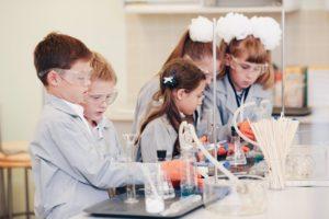 Smart_Barcelona_niños_laboratorio