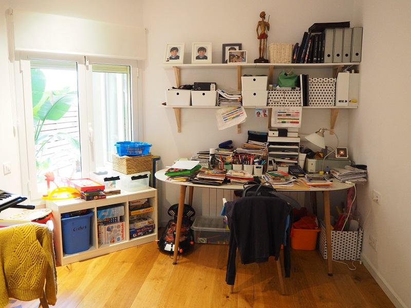 Una_Casa_Clara_habitación_desorden