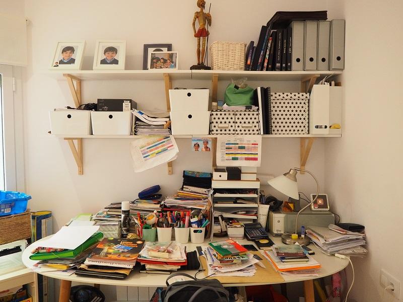 Una_Casa_Clara_desorden_escritorio