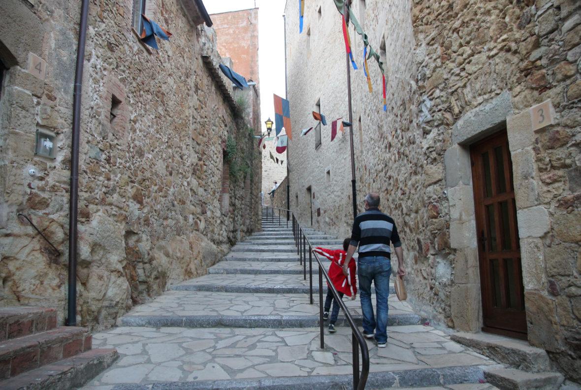 Escaleras centro histórico de Pals