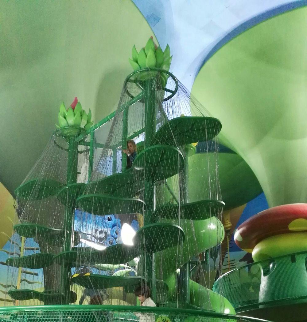 Visitando el parque infantil the magic forest - Madrid forest ...