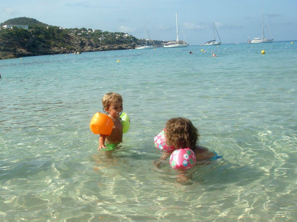 viajar a ibiza con niños cala comte