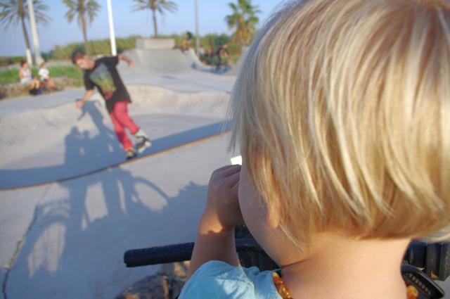 La playa de bogatell un día cualquiera fuera de la temporada de verano