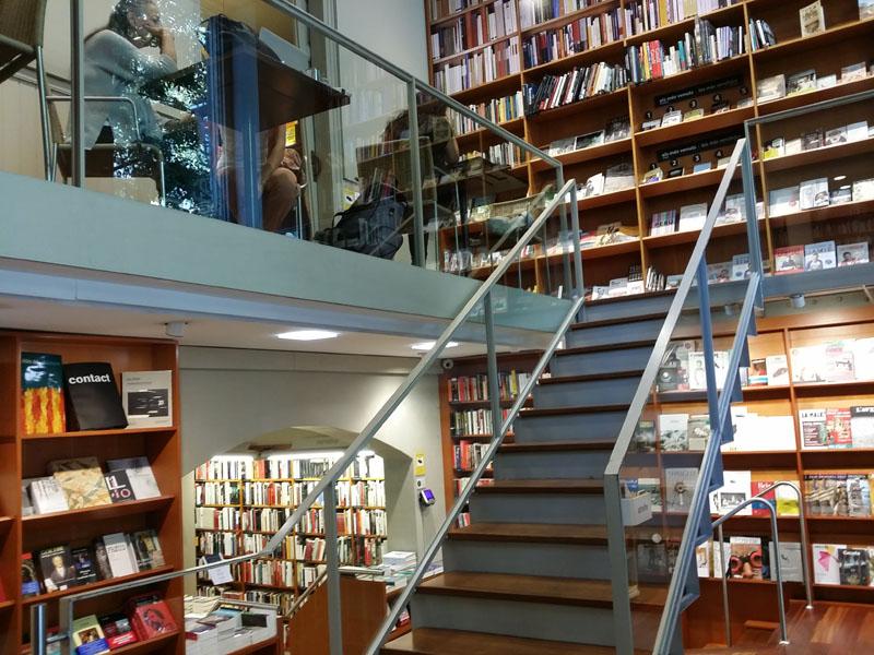escaleras libreria Laie mammaproof