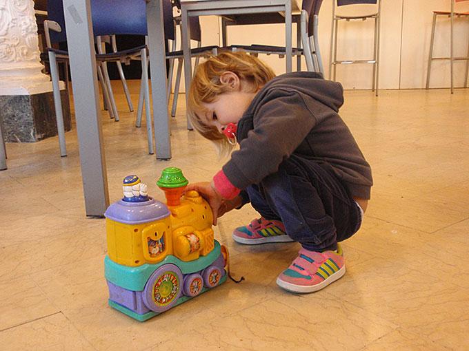 Emma jugando