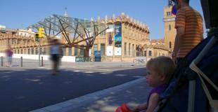 con ninos en Montjuïc