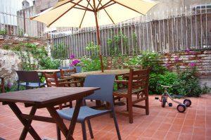mamascafe_patio