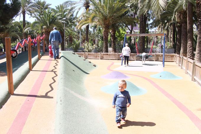 parque joan miro zona de juegos