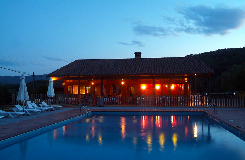 Camping Montagut piscina