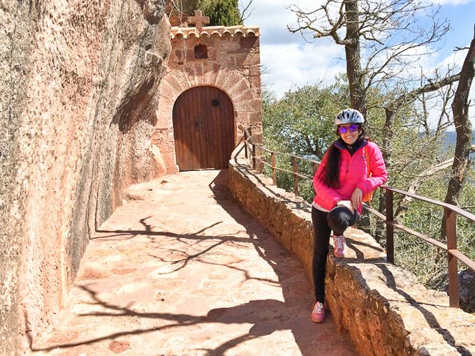Cicloturismo-Prades_ermita-Abellera_Destino-turismo-familiar-2