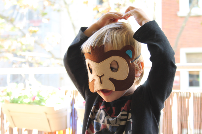 mascara fieltro mono
