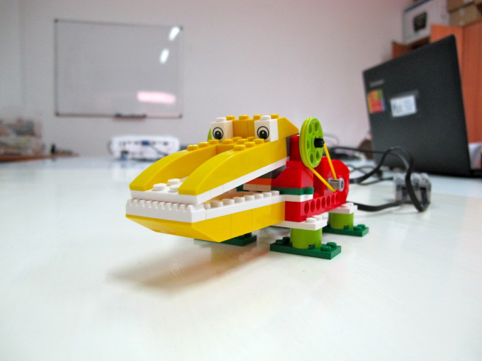 peques-y-robots-robot