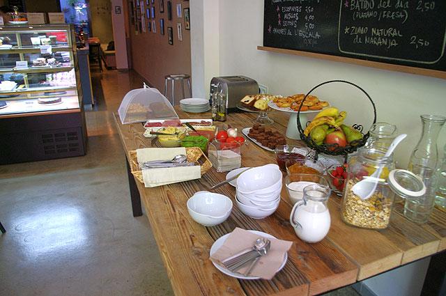 tonka buffet Tonka: deliciosos pasteles y domingos de brunch con buffet libre, en el barrio de Sant Antoni